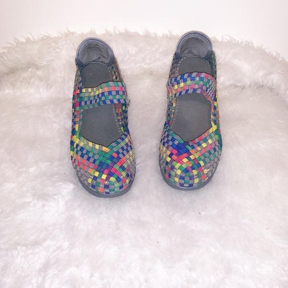White Mountain Shoes - White Mt Wedge Shoe- Size 7.5